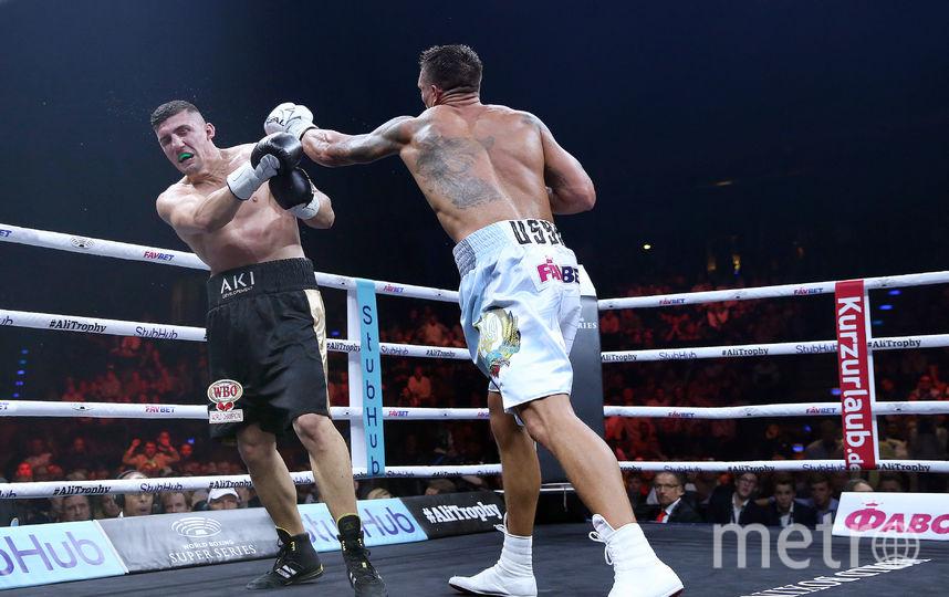 Александр Усик в поединке против Марко Хука. Фото Getty