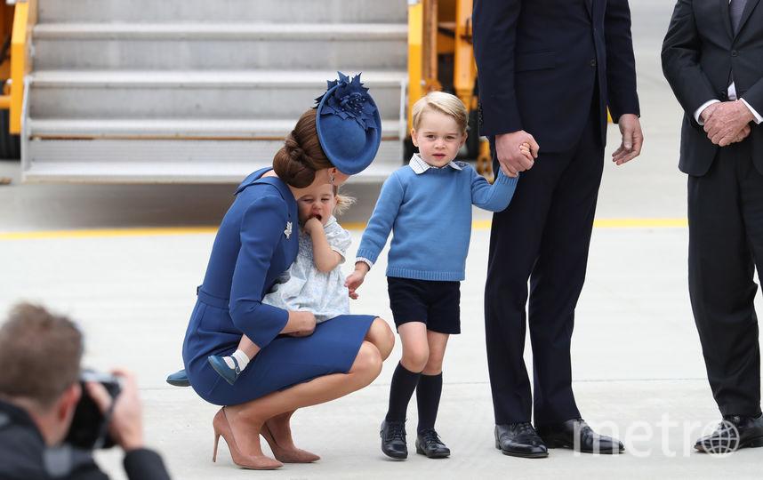 Принц Джордж с мамой герцогиней Кейт Миддлтон и сестрой принцессой Шарлоттой. Фото Getty