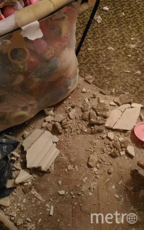 В Петербургском жилом доме обвалился потолок в детской комнате. Фото ДТП и ЧП | Санкт-Петербург | Питер Онлайн | СПб, vk.com