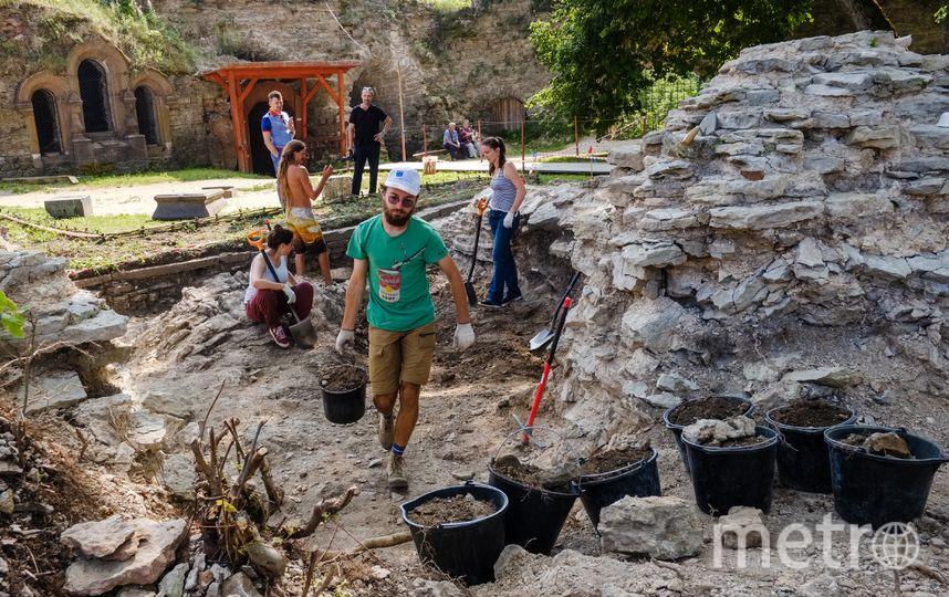 """В Копорье едут археологи не только со всей России, но и из-за рубежа. Фото Алена Бобрович, """"Metro"""""""