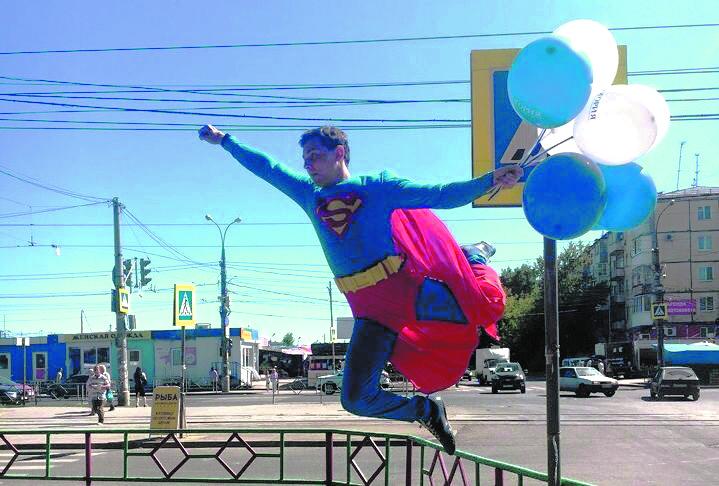 Самарские автомобилисты заметили Супермена на Антонова-Овсеенко. Фото Виктория Маркина, vk.com