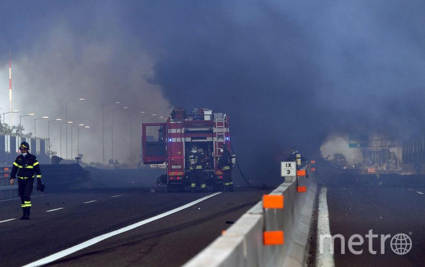 В Болонье произошёл крупный взрыв, повлёкший за собой пожар. Фото AFP