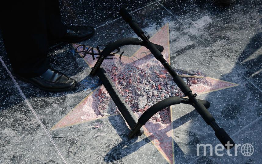 Звезду Трампа хотят убрать с Аллеи Славы.На фото: разрушенная вандалом звезда. Фото Getty