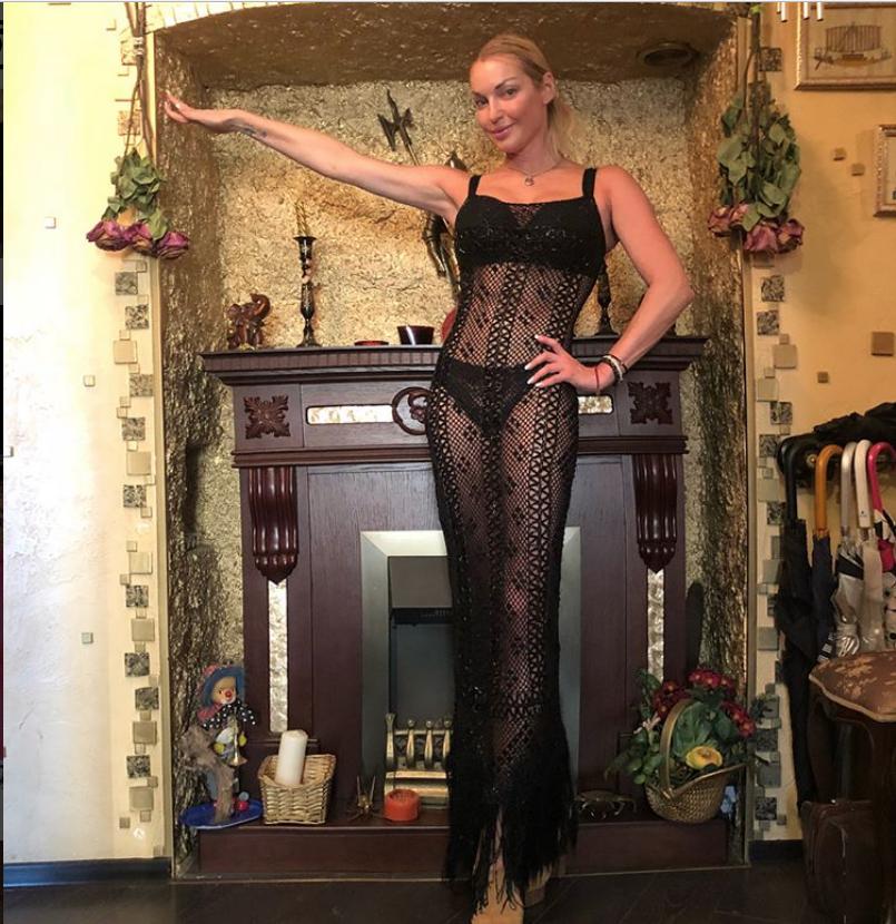 Перед поездкой на Корфу балерина похвасталась фигурой. Фото instagram.com/volochkova_art