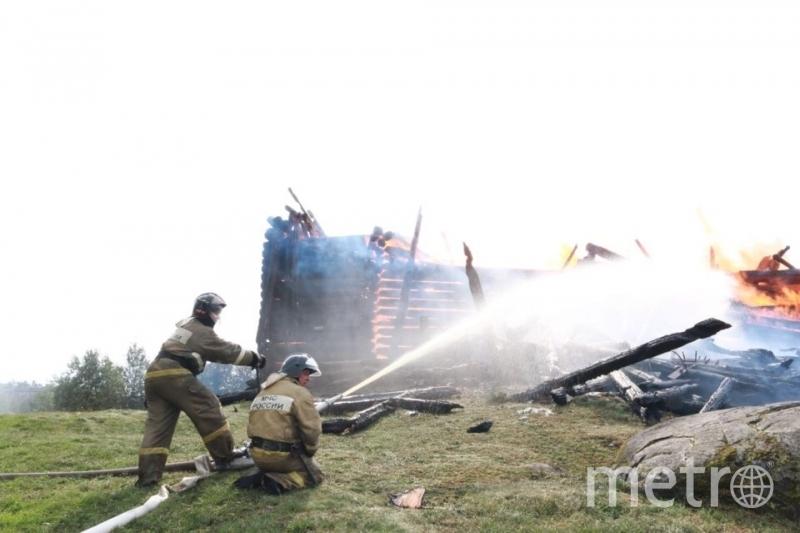 Храм сгорел за считанные минуты. Потушить его не удалось. Фото МЧС Карелии