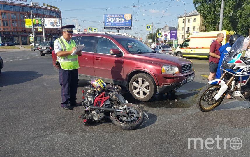 Иномарка сбила девушку на мотоцикле в Петербурге. Фото ДТП и ЧП | Санкт-Петербург | Питер Онлайн | СПб, vk.com