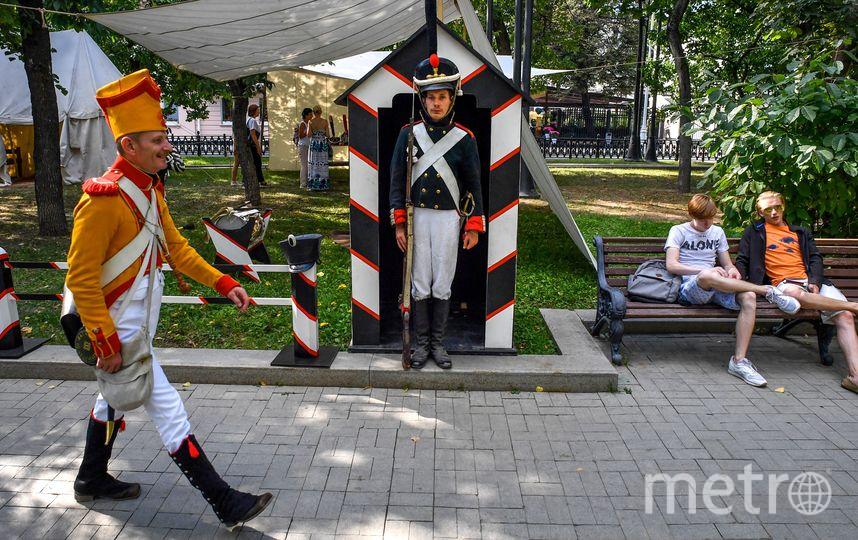 """Москвичи на фестивале """"Времена и эпохи"""". Фото AFP"""