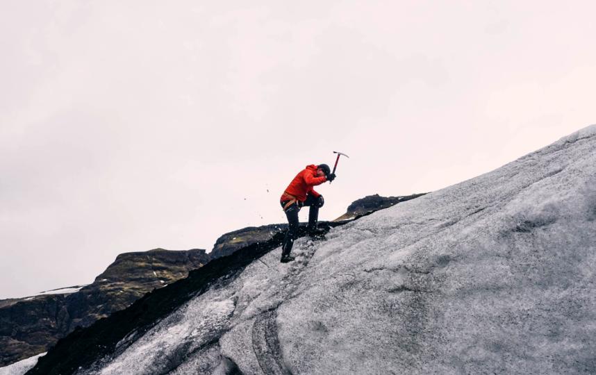 Туристы без снаряжения терпят бедствие в горах Алтая.