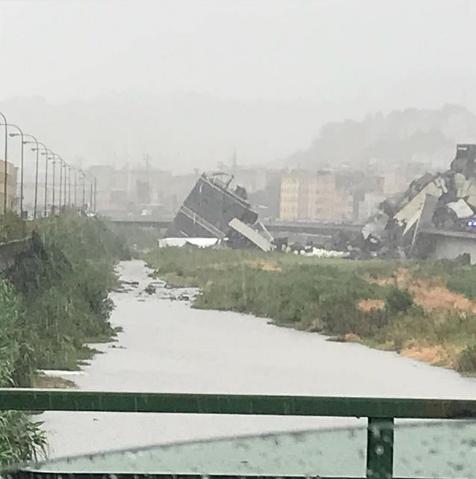 Мост, обвалившийся в итальянской Генуе. Фото Instagram.com/luviel