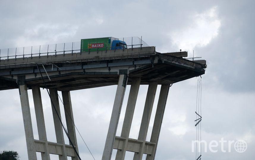 Участок моста, который обрушился в Генуе. Фото AFP
