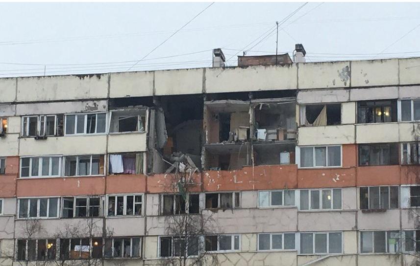 Пострадавшие от взрыва газа в доме на проспекте Народного Ополчения, 219, до сих пор не вернулись в свои квартиры. Фото vk.com/spb_today
