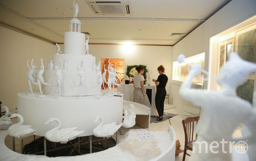 Парк Горького поздравили тортом с веслом. Фото Василий Кузьмичёнок