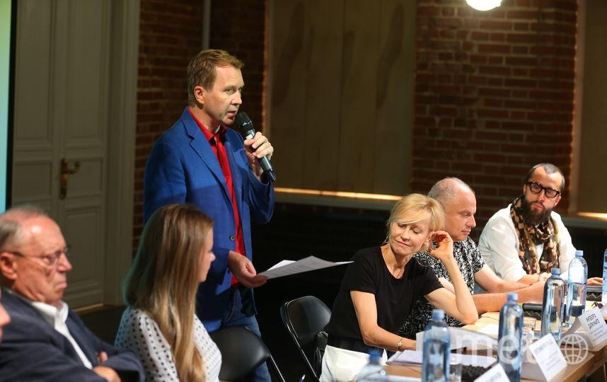 Евгений Миронов и Ингеборга Дапкунайте расширяют рамки театрального пространства. Фото Василий Кузьмичёнок