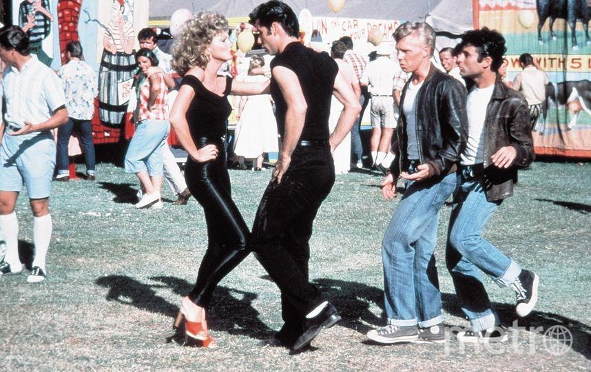 """Кадр из мюзикла """"Бриолин"""" (1978) - Джон Траволта и Оливия Ньютон-Джон. Фото Paramount Pictures, kinopoisk.ru"""