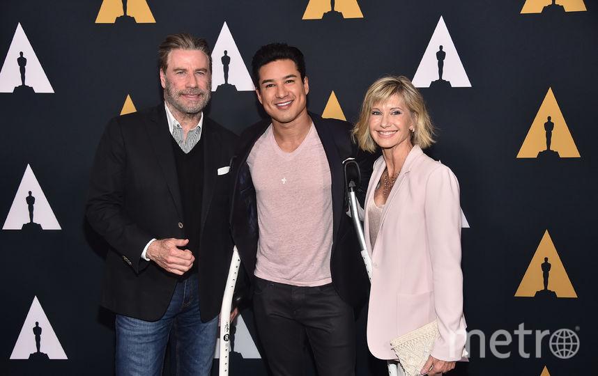 """Актер Марио Лопез (в центре) зашел на юбилей """"Бриолина"""". Фото Getty"""