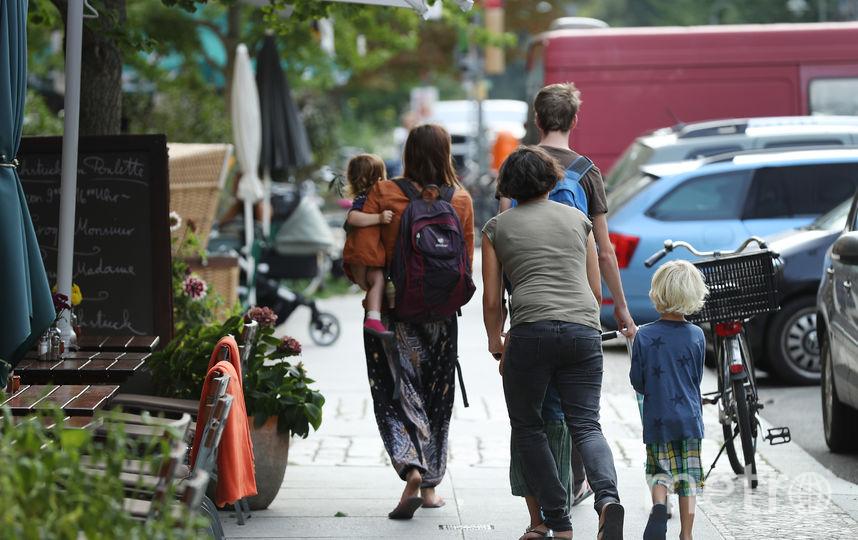 Многодетным семьям запретят брать под опеку или попечительство детей из детских домов. Фото Getty