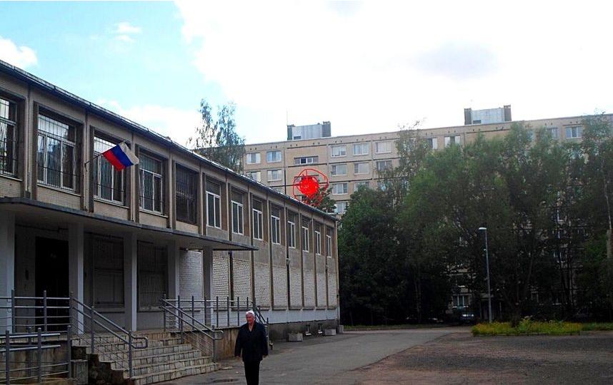 В Петербурге продолжает работать бордель рядом со школой. Фото Красивый Петербург