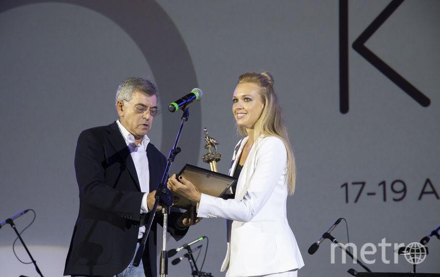 Виктория Рунцова получает награду. Фото Предоставлено организаторами мероприятия.