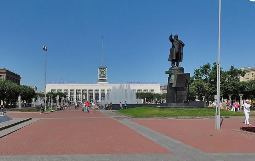 Фонтан на пл.Ленина. Фото скриншот Яндекс.Панорамы.