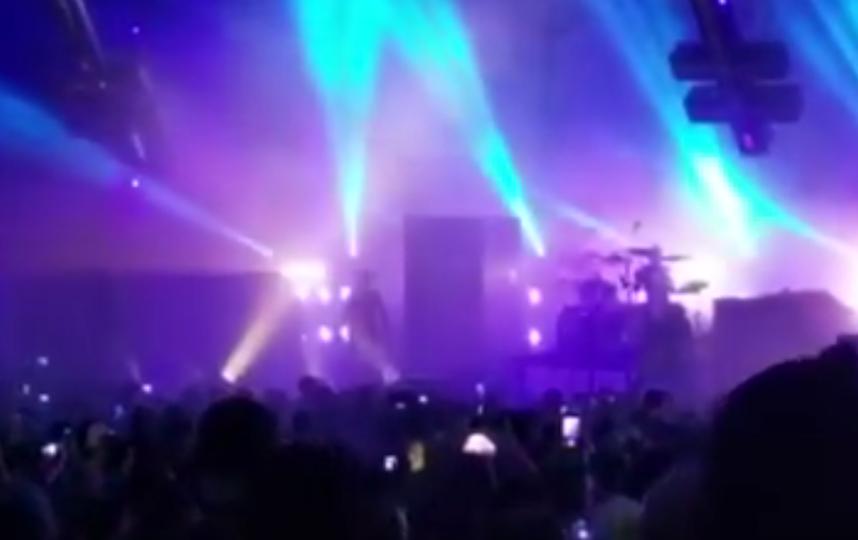 Мэрилин Мэнсон упал в обморок во время концерта в Хьюстоне. Фото Все - скриншот YouTube