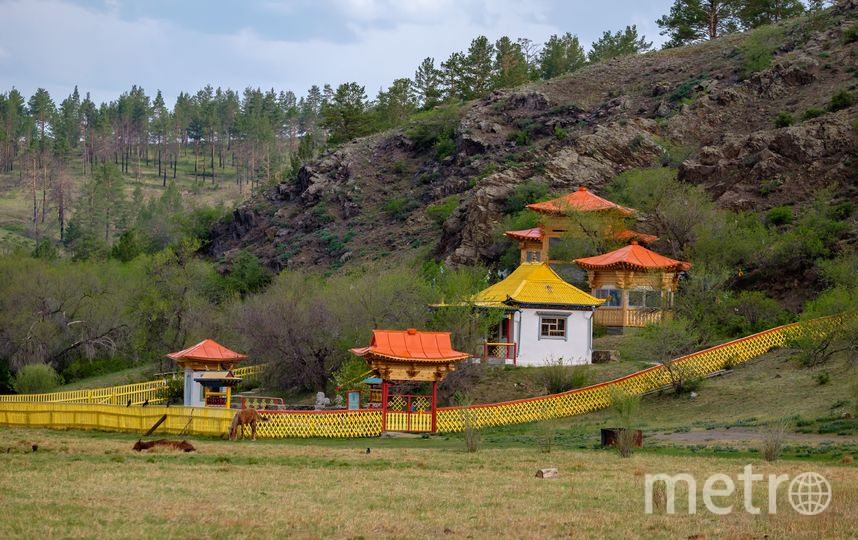"""Территорию вокруг священной скалы благоустроили и построили небольшой буддийский храм. Фото Алена Бобрович, """"Metro"""""""