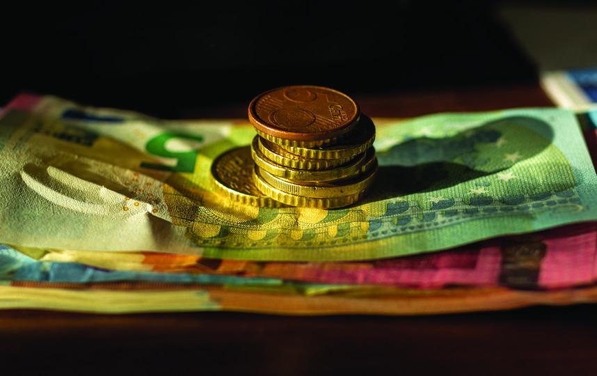 Почти половина опрошенных (46%) сказали, что для соблюдения бюджета в конце поездки им приходится экономить. Фото Pixabay