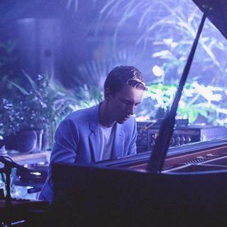 1. Немая лента под звуки оркестра. Фото Скриншот Instagram: nikolamelnikov