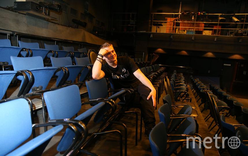 Артур Сопельник в зрительном зале театра. Фото Василий Кузьмичёнок