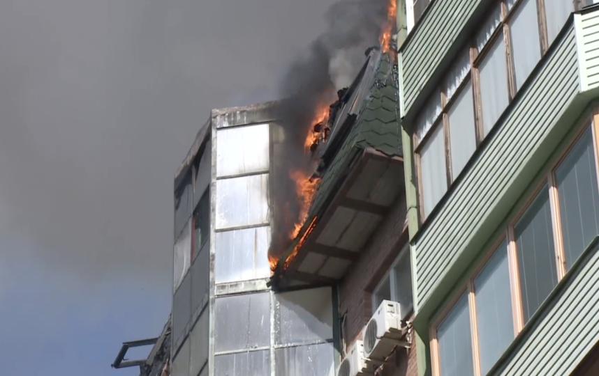 В Королёве загорелся дом. Фото Скриншот видео YouTube., Скриншот Youtube