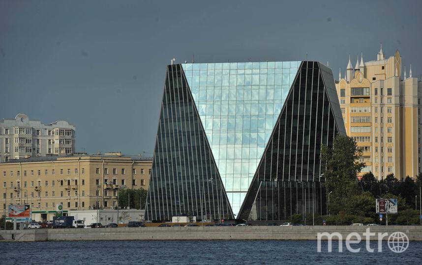 """Вид набережных Петербурга, где есть высотные здания и строения. Фото """"Metro"""""""