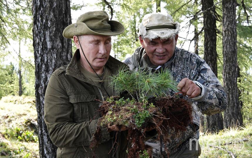 Владимир Путин и Сергей Шойгу на отдыхе в Тыве. Фото AFP