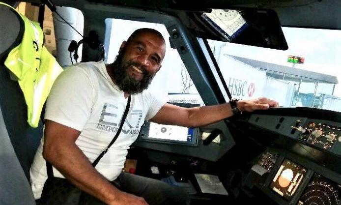 Капитан судна в благодарность пригласил Тарика в кабину пилота со словами: «После всего, что произошло, теперь вы тут командир». Фото предоставлено героем материала