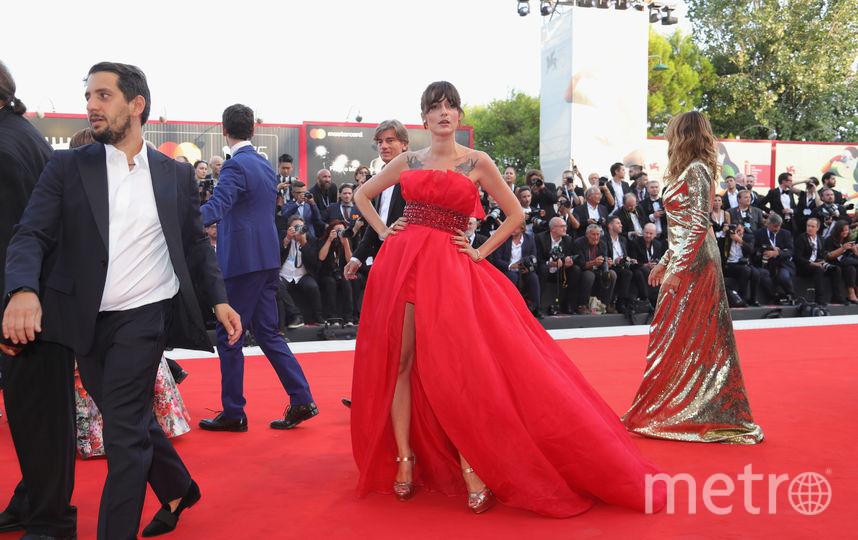 Платья с красной дорожки кинофестиваля в Венеции. Элеонора Каризи. Фото Getty