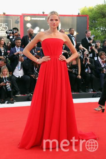 Платья с красной дорожки кинофестиваля в Венеции. Габриэла Уайлд. Фото Getty