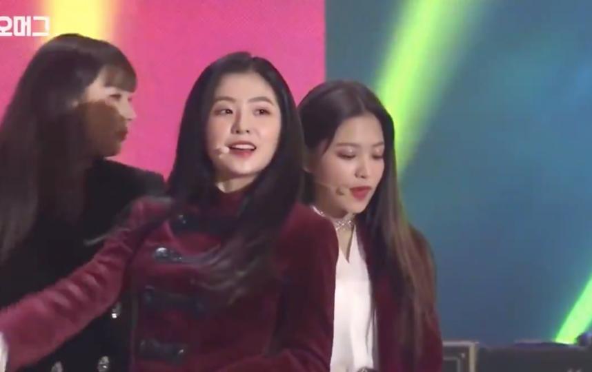 Девушки из Южной Корее выступали в Северной Корее. Фото скриншот https://twitter.com/adagamov
