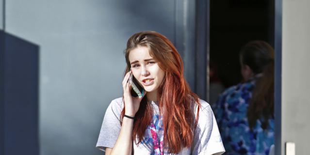 """Использование телефона в учебных заведениях законодательством не регламентировано, что автоматически означает разрешение на его использование """"по умолчанию""""."""