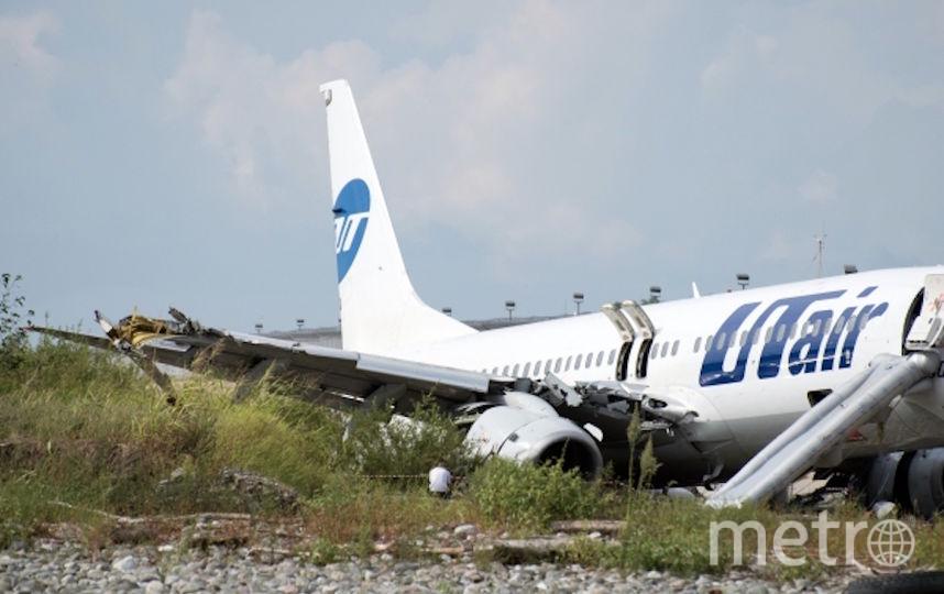 Авария произошла в ночь на субботу в аэропорту города Сочи. Фото РИА Новости