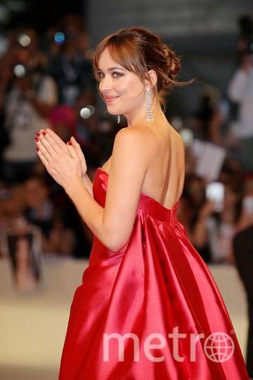 Фото с красной дорожки Венецианского кинофестиваля. Дакота Джонсон. Фото Getty