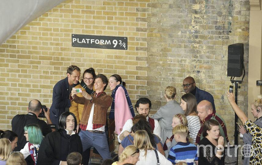 Эдди Редмэйн и Джуд Лоу на платформе 9 и 3/4. Фото Getty