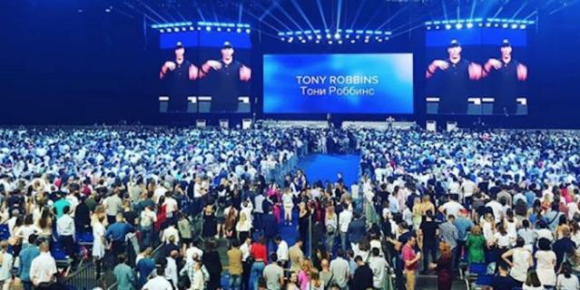 """Семинар Тони Роббинса в """"Олимпийском"""" посетили 26 тысяч человек."""