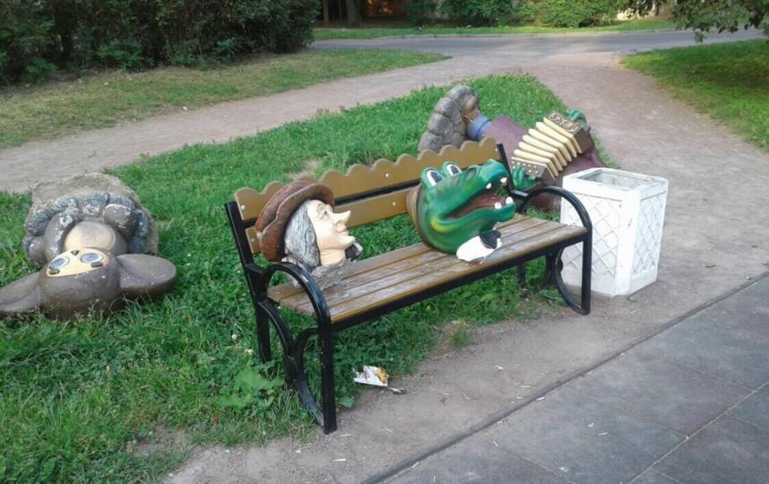 Четверо вандалов изувечили Шапокляк, Чебурашку и Гену. Фото скриншот vk.com/lovekronshtadt