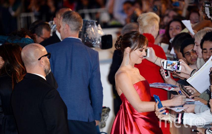 Дакота Джонсон на Венецианском фестивале. Фото Getty