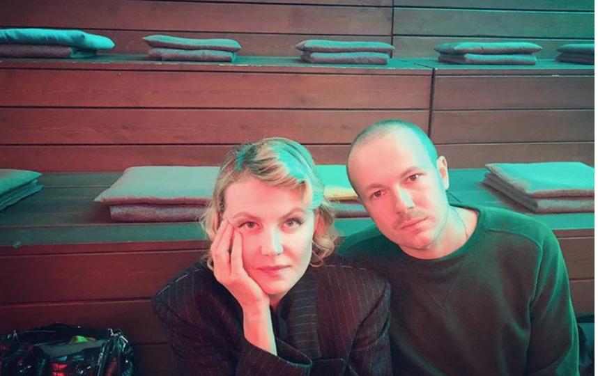 Рената Литвинова и Гоша Рубчинский оформили обложку для сингла. Фото instagram.com/renatalitvinovaofficiall
