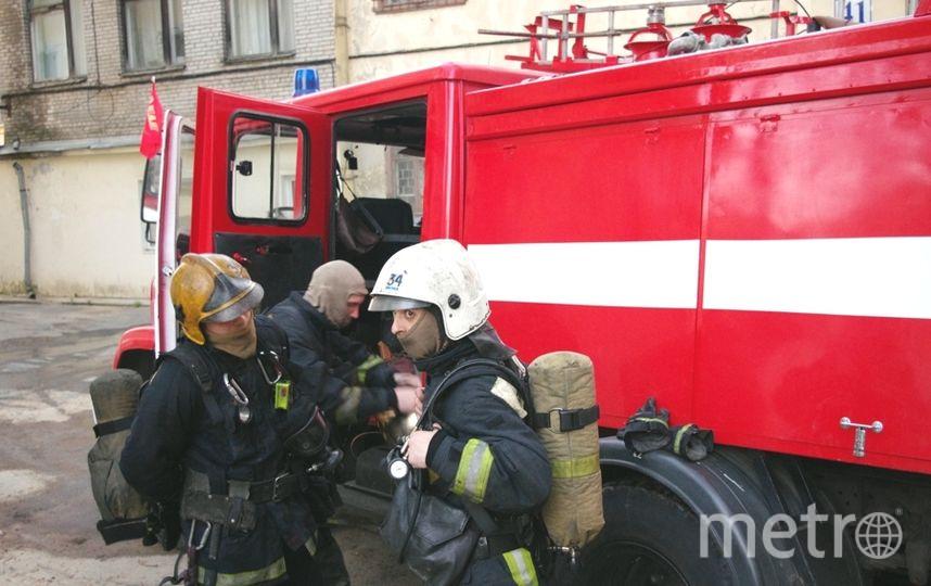 Мужчина прыгнул с балкона 8 этажа на Дунайском прямо на глазах пожарных.
