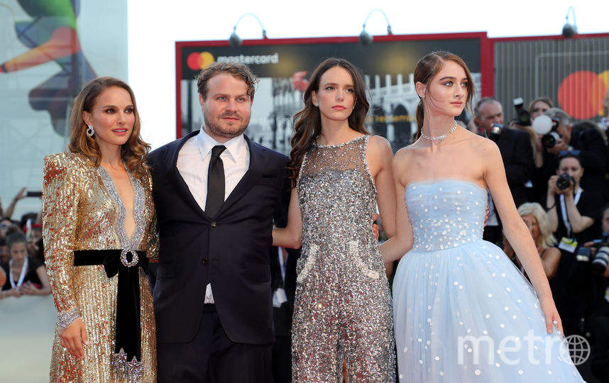 Натали Портман с актрисами, сыгравшими в фильме. Фото Getty