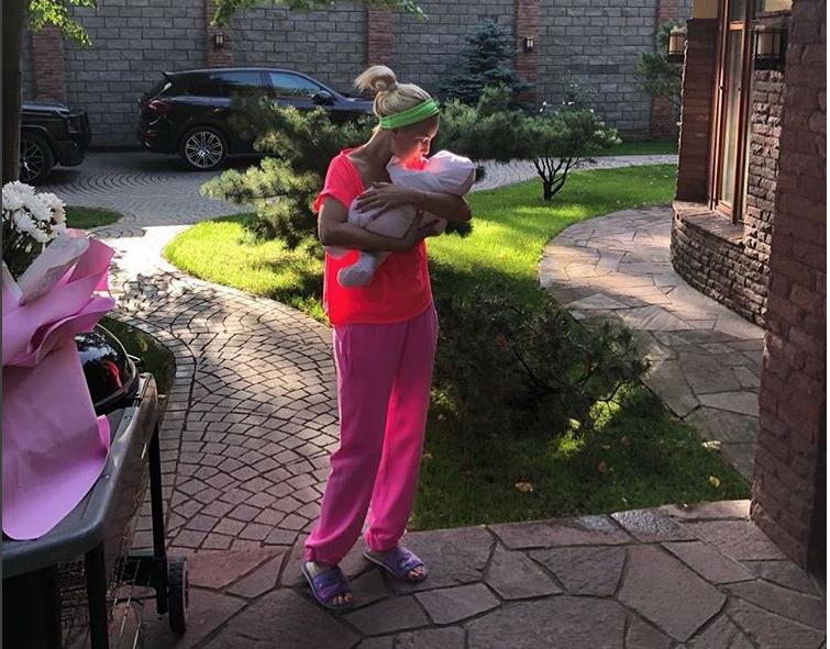Спустя 10 дней после родов. Фото instagram.com/leratv