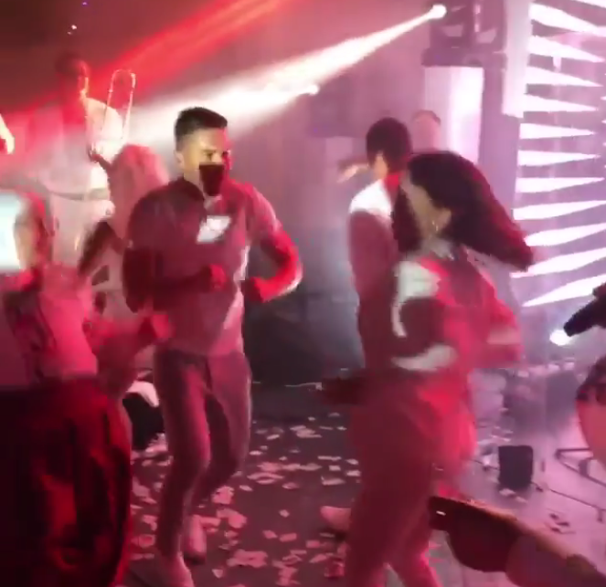 Сергей Лазарев и Ани Лорак танцуют под песню Верки Сердючки.