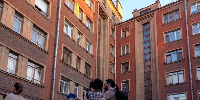 Здание для сотрудников Свирьстроя. Малый проспект П. С., 84-86.