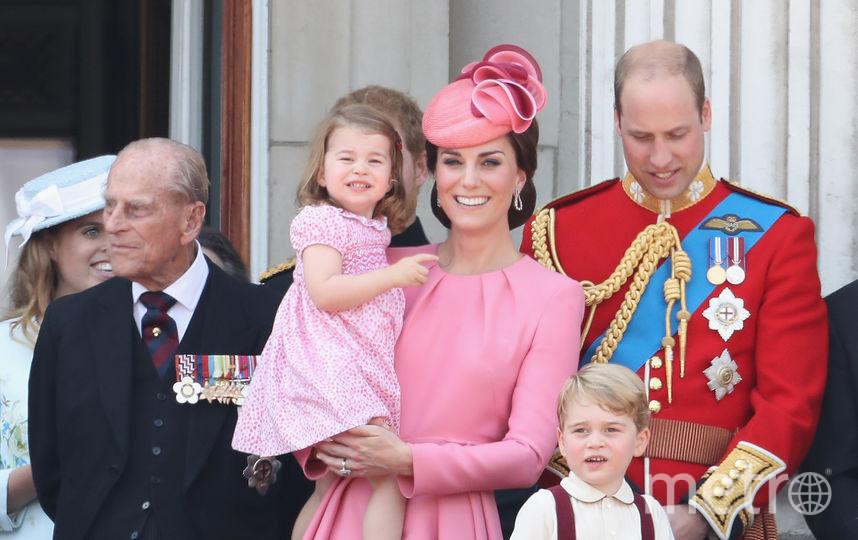 Принц Филипп, Кейт Миддлтон с принцессой Шарлоттой и принц Уильям. Фото Getty