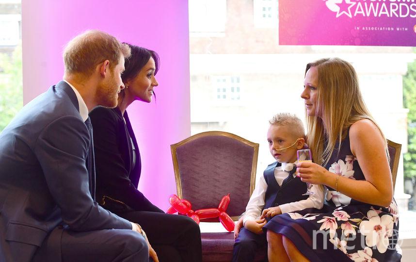 Меган и Гарри общаются с Макензи и его мамой Эми на WellChild Awards. Фото Getty